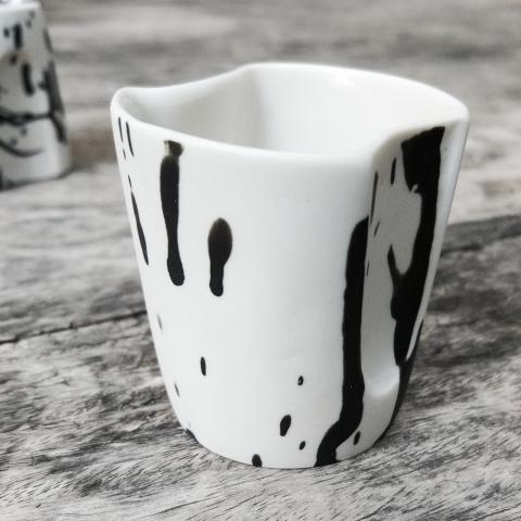 כוס אספרסו עם אחיזה מדליקה + צלוחית פורצלן